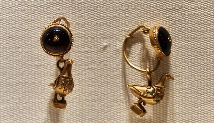 gold earrings for girls